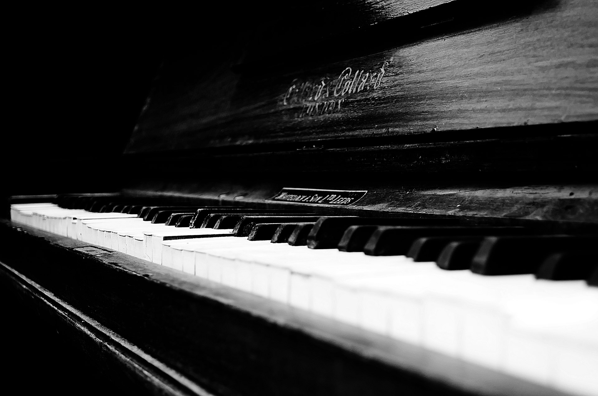 old-piano-1341657626YzX
